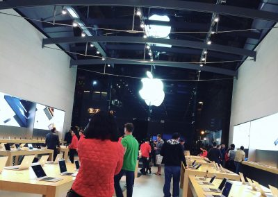 apple-store-date-night